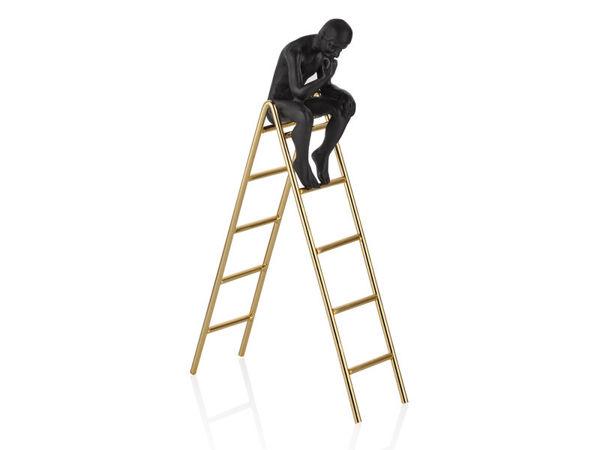 Merdivende Düşünen Adam resmi